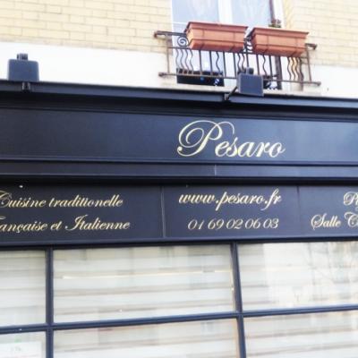 Vitrine du restaurant Pesaro
